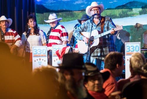 Der Schweizer Cowboy singt über «s'Praliné».