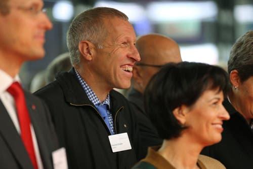 Während der Eröffnungsfeier zum Ausbau und der Tieflegung der Zentralbahn im November 2012 in der unterirdischen Haltestelle Messe Allmend in Luzern haben offenbar der Ständerat Konrad Graber und Bundesrätin Doris Leuthard gut lachen.