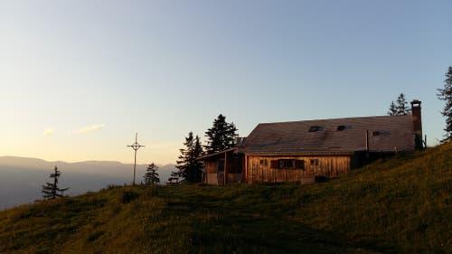 Abendstimmung mit herrlichem Talblick auf der Alp Flüe. (Bild: Danielle Berchtold)