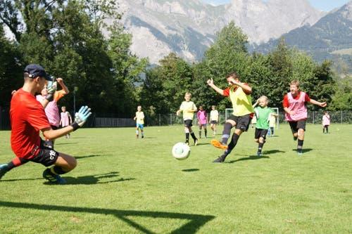 Ein Torschuss fordert den Torwart des FC Buttisholz in Bad Ragaz. (Bild: Sonja Niederberger)