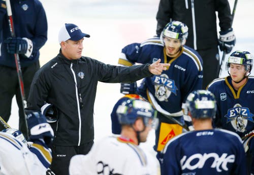 Dan Tangnes instruiert die Spieler. (Bild: Stefan Kaiser (Zug, 07. August 2018))
