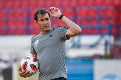 FCL-Trainer René Weiler. Ob seine Mannschaft sich gegen die Griechen behaupten kann, wird sich am Donnerstagabend zeigen. (Bild: Martin Meienberger, Olympiakos, 8. August 2018)