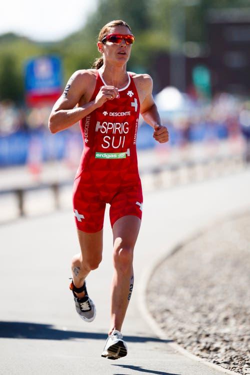 Nicola Spirig krönte sich in Glasgow zur uneingeschränkten Triathlon-Königin Europas. Die Olympiasiegerin von 2012 gewann den sechsten Einzel-EM-Titel (Bild: John Walton/PA via AP)
