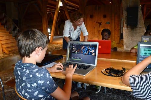 Im Schloss Werdenberg liessen sich die Jugendlichen für ihr eigenes Filmpoem inspirieren. Erstaunlich selbstständig bearbeiteten sie diese im Filmschnittprogramm.