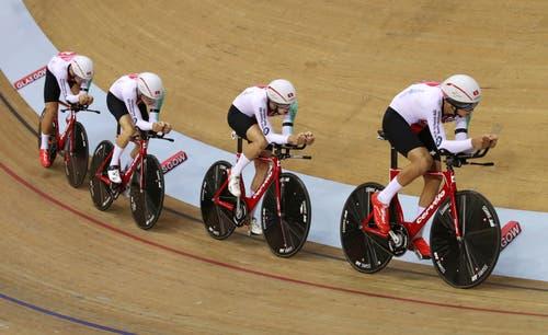 Holten die Silbermedaille am Bahnrennen: Stefan Bissegger, Frank Pasche, Cyrille Thiery und Thery Scher (Bild: John Walton/PA via AP)