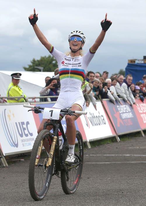 Gold! Die Schweizer Mountainbikerin Jolanda Neff ist zum dritten Mal Europameisterin im Cross Country der Frauen (Bild: Jane Barlow/PA via AP)