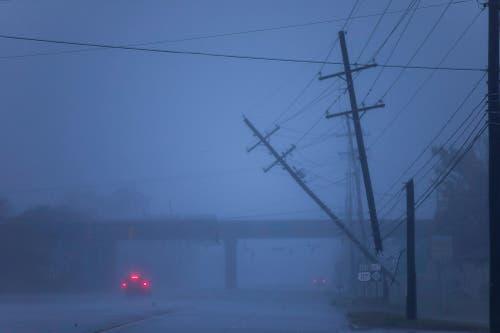 Strommasten werden geknickt wie Zündhölzer. (Bild: Jim Lo Scalzo/EPA (Wilmington, 14. September 2018))