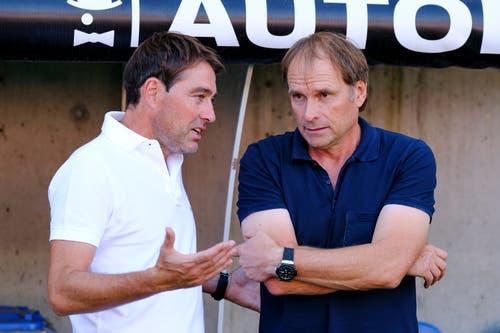 Die Coaches unter sich: Luzerns Trainer Rene Weiler und Trainer Alain Geiger von Servette im Gespräch. (Bild: Martin Meienberger/freshfocus)