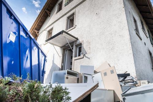 Der Abriss der Thurfeldsiedlung hat begonnen. Ohne das Abwarten der Volksinitiative. Nun wurde auch noch Asbest in den Häusern gefunden. (Bild: Andrea Stalder)