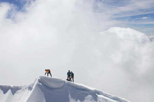 Dani Arnold stellt an der Nordwand der Grandes Jorasses eine neue Rekordzeit auf. (Bild: Mammut)