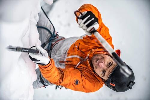 Der Extrembergsteiger eröffnete im Februar 2018 eine neue Eiskletter-Route in den weltbekannten Helmcken Falls in British Columbia, Kanada. (Bild: Mammut)