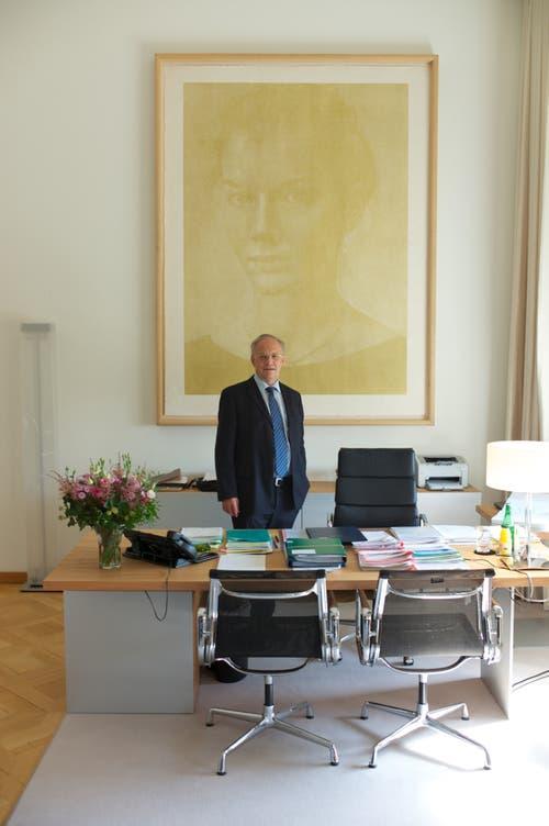 Johann Schneider-Ammann in seinem Büro (Bild: Keystone)