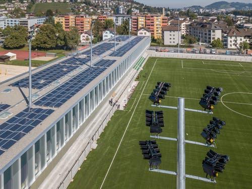Die Fotovoltaikanlage versorgt das Sportzentrum mit Naturstrom. Bild: Pius Amrein (Kriens, 26. September 2018)