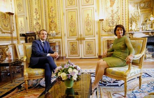 Doris Leuthard zur Besuch bei Frankreichs Staatspräsident Emmanuel Macron im Élysée-Palasat. (Bild: Geoffroy Van der Hasslet/EPA (Paris, 18 Juli 2017))