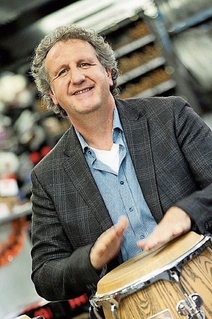 Wolfgang Ludescher gibt seine Freude am Big-Band-Sound weiter.