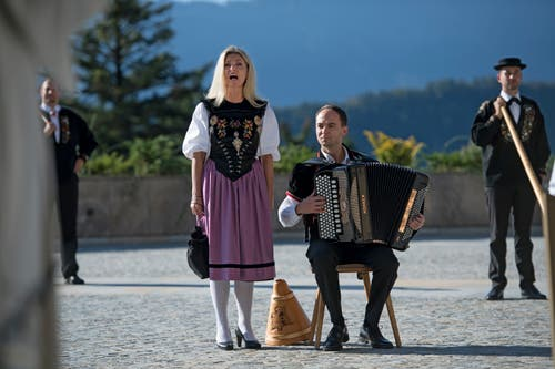Jodlerin Franziska Wigger-Lötscher und Akkordeonist Urs Lötscher umrahmten die Eröffnung musikalisch. (Bild: Corinne Glanzmann (Bürgenstock, 28. September 2018))