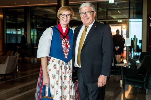 Der Schwyzer Ständerat Peter Föhn reiste mit seiner Frau Priska auf den Bürgenstock. (Bild: Philipp Schmid, 28. September 2018)