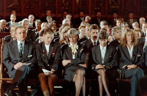 Am 11. September 1998 nehmen Mitarbeiter der Siwssair bei einem Trauergottesdienst in Genf Abschied. (Bild: Keystone)