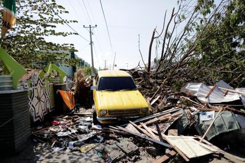 Ein Automobil im zerstörten Palu. (EPA/Mast Irham)