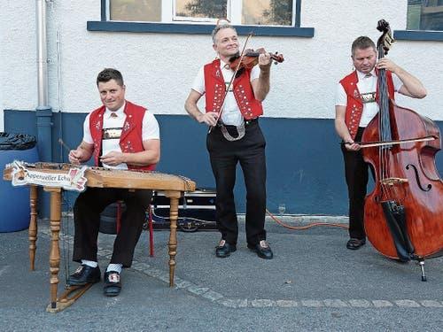 Das «Appenzeller Echo» unterhielt beim Apéro und beim Festbankett mit Musik, Talerschwingen und Zäuerlen.