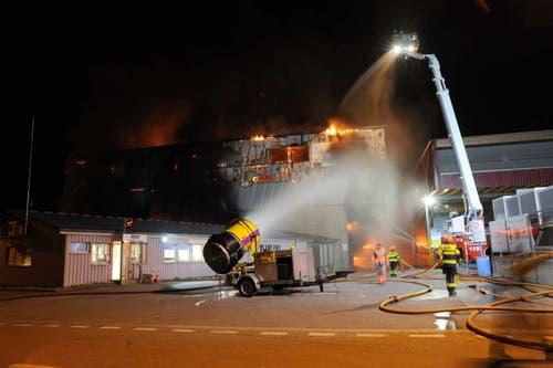 Die Feuerwehr hat den Brand schnell unter Kontrolle gebracht. (Bild: Kantonspolizei Uri)