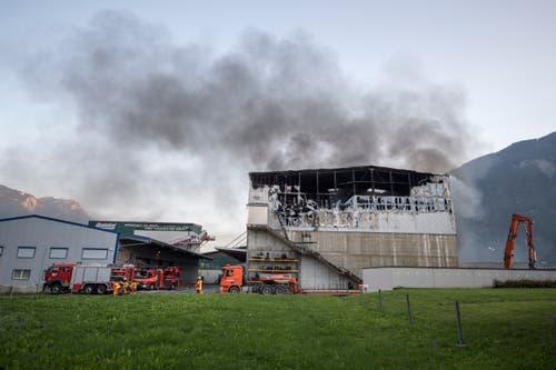 Die Halle ist beim Brand stark beschädigt worden (Bild: Urs Flüeler / Keystone)