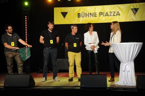 Moderatorin Beatrice Müller (Zweite von rechts) im Gespräch mit innovativen Urner Unternehmern. (Bild: Urs Hanhart, Altdorf, 6. September 2018)