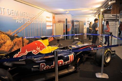 Sogar einen Red-Bull-Formel-1-Boliden gibt es zu sehen. (Bild: Urs Hanhart, Altdorf, 6. September 2018)