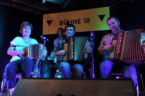 Das Ländlertrio Imholz bei seinem Auftritt auf der Bühne 18. (Bild: Urs Hanhart, Altdorf, 6. September 2018)