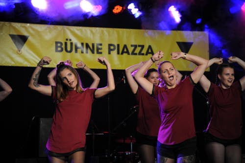 Eine dynamische Show bot die Tanzgruppe «Because I Love» von Vanessa Sicher. (Bild: Urs Hanhart, Altdorf, 6. September 2018)