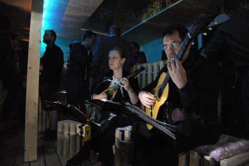 Am Stand der Hess Galabau AG gab es am Abend romantische Mandolinenklänge zu hören. (Bild: Urs Hanhart, Altdorf, 6. September 2018)