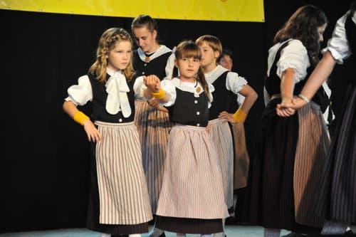Die Kindertrachtengruppe Erstfeld auf der Bühne Piazza. (Bild: Urs Hanhart, Altdorf, 7. September 2018)