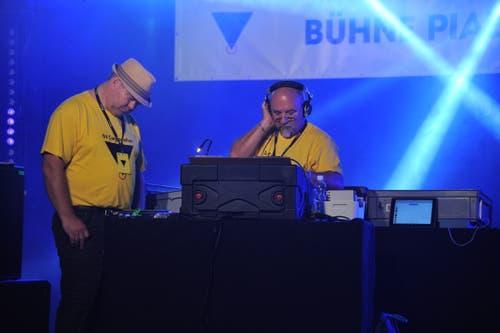 DJ Taurus (links) und DJ Lechti legten auf der Bühne Piazza auf. (Bild: Urs Hanhart, Altdorf, 6. September 2018)
