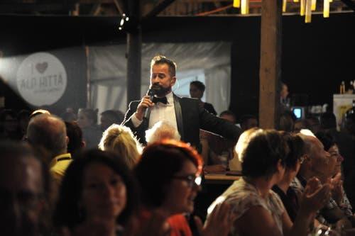 Der Urner Schlagersänger Leonard bei seinem Auftritt in der «Alphittä». (Bild: Urs Hanhart, 6. September 2018)