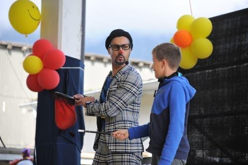 Pipo The Clown bezog auch Kinder in sein Programm ein. (Bild: Urs Hanhart, Altdorf, 7. September 2018)