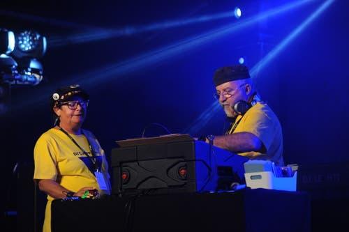 DJ Vreni und DJ Lechti legten auf der Bühne Piazza auf. (Bild: Urs Hanhart, Altdorf, 6. September 2018)
