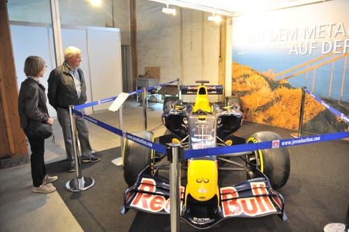 Am Stand der Metallbauer gibt es einen Formel-1-Boliden zu bestaunen. (Bild: Urs Hanhart, Altdorf, 7. September 2018)