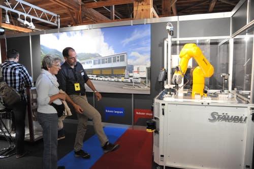 Am Stand der Elektro Nauer AG gab es einen Roboter im Einsatz zu sehen. (Bild: Urs Hanhart, Altdorf, 7. September 2018)