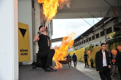 Ein Artist des Circus Nock sorgte mächtig für Spektakel. (Bild: Urs Hanhart, Altdorf, 7. September 2018)