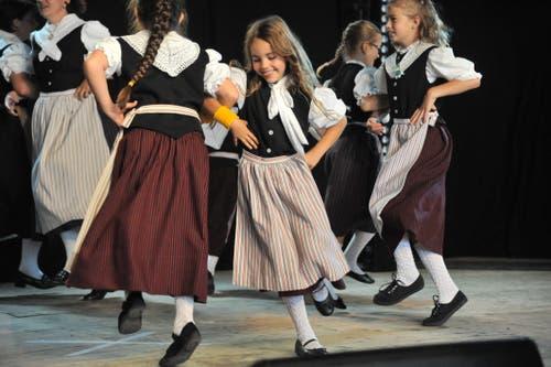 Die Kindertrachtengruppe Erstfeld bei ihrer Tanzvorführung. (Bild: Urs Hanhart, Altdorf, 7. September 2018)
