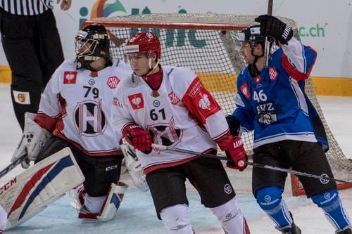 Der Zuger Carl Kingberg (rechts) jubelt nach seinem Tor zum 1:0. (Bild: Keystone/Urs Flüeler (Zug, 8. September 2018)).