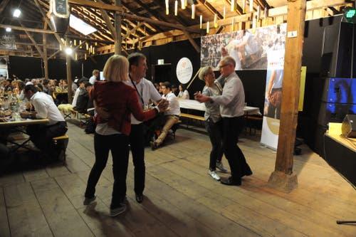 In der Alphütte wurde kräftig das Tanzbein geschwungen. (Bild: Urs Hanhart, Altdorf, 7. September 2018)