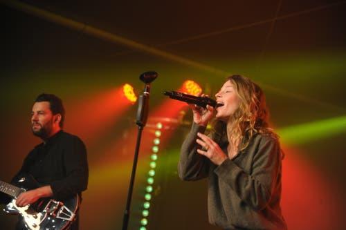 Anna Rossinelli bei ihrem Konzert auf der Hauptbühne der «Uri 18». (Bild: Urs Hanhart, Altdorf, 8. September 2018)