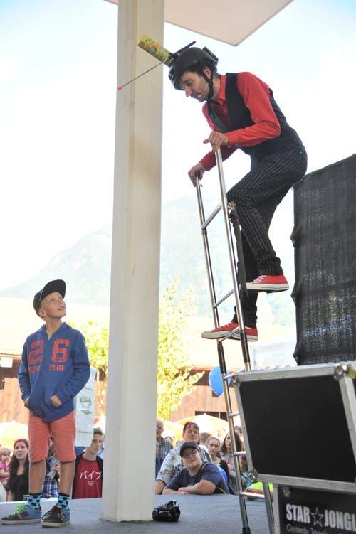 Kaspar Tribelhorn balancierte auf einer Leiter. (Bild: Urs Hanhart, Altdorf, 8. September 2018)