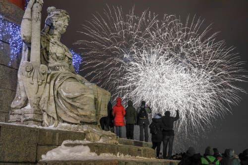 Russland: Feuerwerk in St. Petersburg. (Bild: AP Photo/Dmitri Lovetsky)