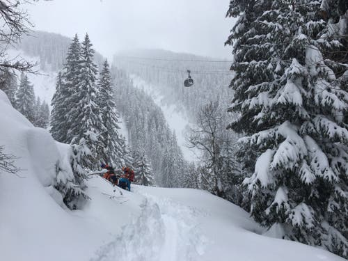 Der Tourismus in Österreich spürt die Folgen des Schneechaos, (Bild: KEYSTONE/APA/BERGRETTUNG/UNBEKANNT)