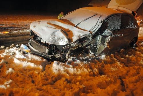 Gettnau - 9. JanuarIm Schneegestöber ist eine Autofahrerin mit einem Lastwagen zusammengestossen. Sie musste mit dem Rettungsdienst ins Spital gebracht werden.