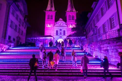 Die Umgebung der Hofkirche Luzern wurde während des «Lilu» mit Lichtprojektionen verzaubert. (Bild: Urs Flüeler / Keystone (Luzern, 9. Januar 2019))
