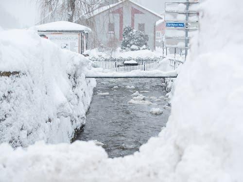Ist Österreich sind seit dem Wochenende mindestens sieben Menschen in den Schneemassen ums Leben gekommen. (Bild: KEYSTONE/APA/APA/ERWIN SCHERIAU)