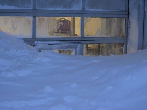 Schnee bis ins Restaurant: Die Lawine rollte ins Hotel Säntis auf der Schwägalp. (Bild: Kapo AR)